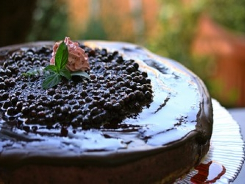 Lagana čokoladna torta sa kupinama